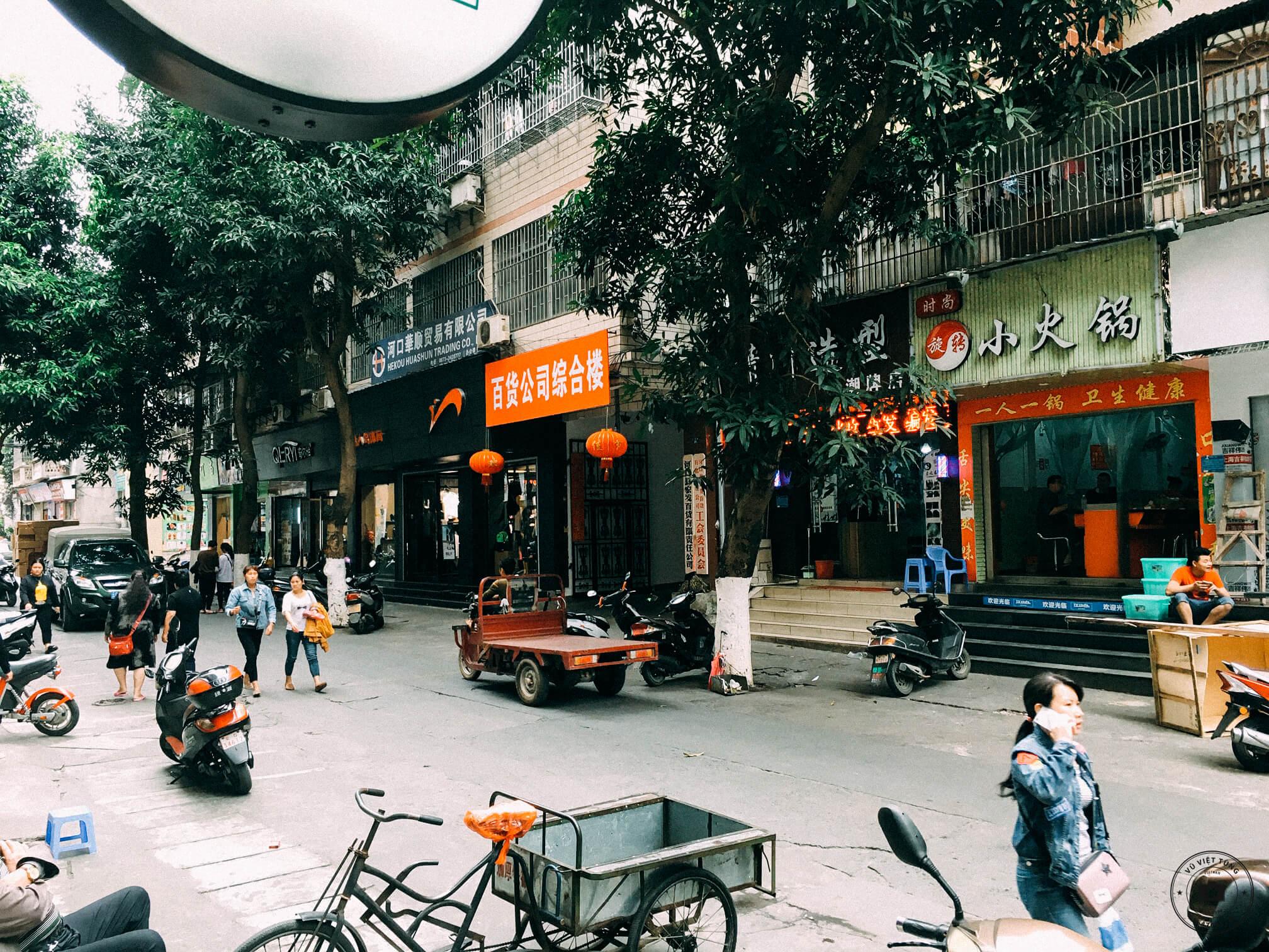 Đường phố của thị trấn Hà Khẩu (Trung Quốc)