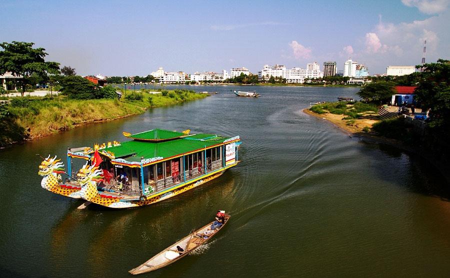 thuyền trên sông hương